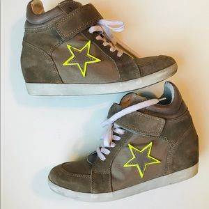 Steve Madden High Top Star Sneakers  - Size  9